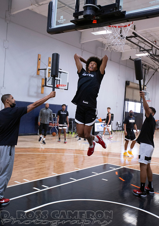 G League Ignite's MarJon Beauchamp, center, practices with the team on Tuesday, Sept. 28, 2021 in Walnut Creek, Calif.