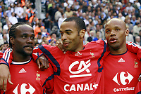 Fotball<br /> Frankrike<br /> Foto: Dppi/Digitalsport<br /> NORWAY ONLY<br /> <br /> FOOTBALL - FRIENDLY GAME 2006 - 27/05/2006 - FRANCE v MEXICO<br /> <br /> PASCAL CHIMBONDA / THIERRY HENRY / JEAN ALAIN BOUMSONG (FRA)