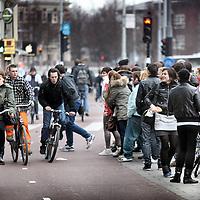 Nederland, amsterdam , 10 maart 2011..Verkeerschaos ter hoogte van het Victoria hotel op de Prins Hendrikade...A traffic