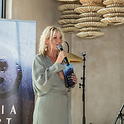 NL/Bloemendaal/20200702 - Boekpresentatie Bonuskind van Saskia Noort, Saskia Noort met haar nieuwe boek