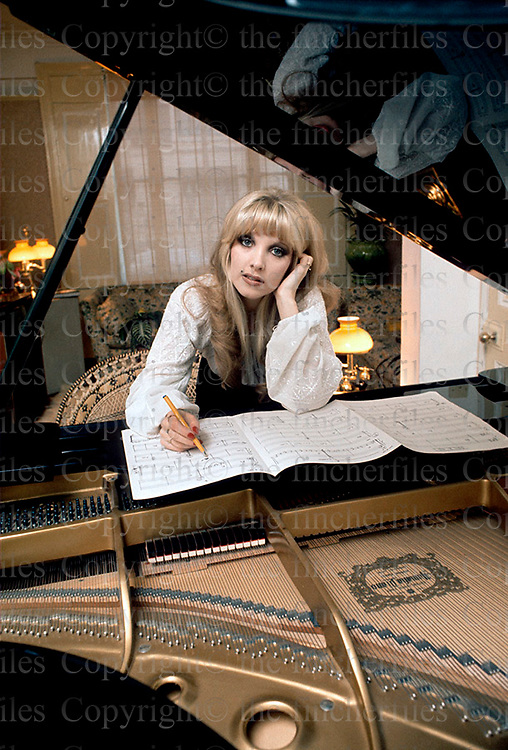 Singer songwriter Lyndsey De Paul at her London home photographed by multi award winning photographer Terry Fincher 1975.