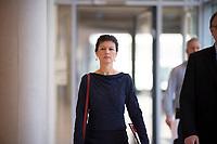 DEU, Deutschland, Germany, Berlin, 14.02.2017: Dr. Sahra Wagenknecht, Vorsitzende der Bundestagsfraktion von DIE LINKE, kommt zu einem Pressestatement vor Beginn der Fraktionssitzung der Linkspartei im Deutschen Bundestag.