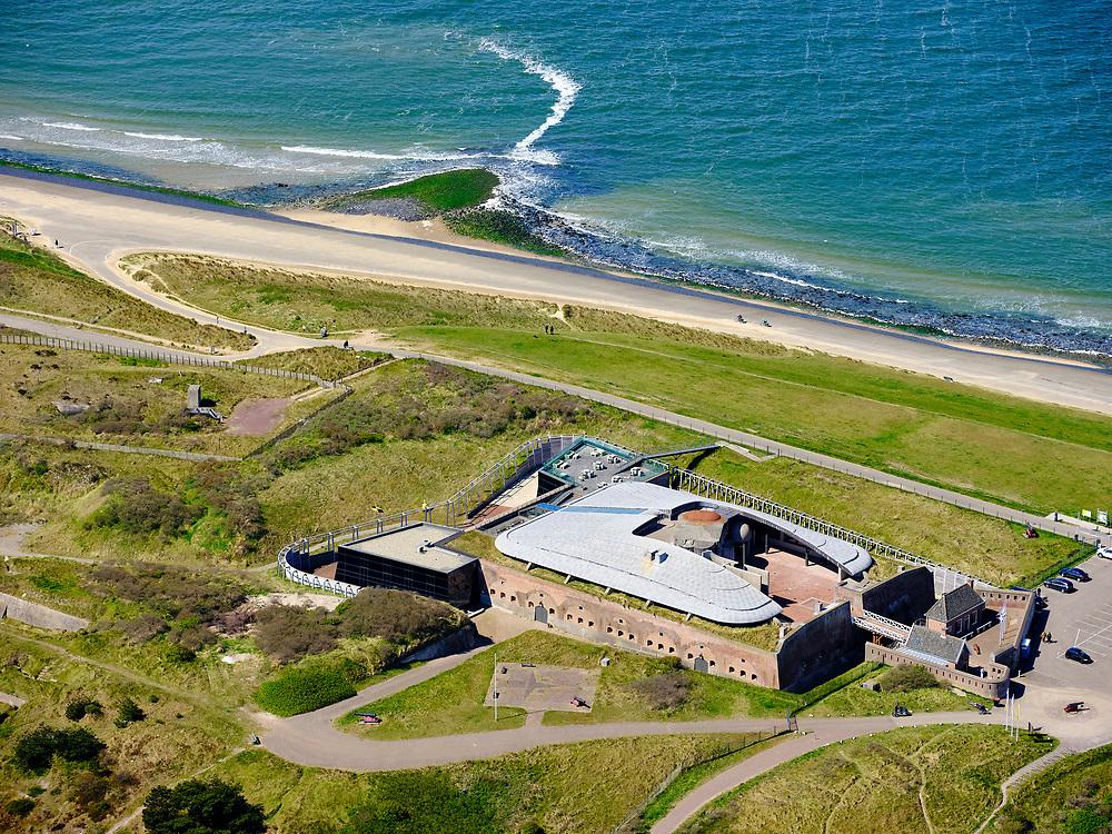 Nederland, Noord-Holland, gemeente Den Helder, 07-05-2021; Huisduinen met Fort Kijkduin. Voormalig fort en onderdeel van de Stelling van Den Helder, huisvest het Noordzeeaquarium.<br /> Huisduinen with Fort Kijkduin. Former fort and part of the Defense Line of Den Helder, it houses the North Sea aquarium.<br /> luchtfoto (toeslag op standard tarieven);<br /> aerial photo (additional fee required)<br /> copyright © 2021 foto/photo Siebe Swart