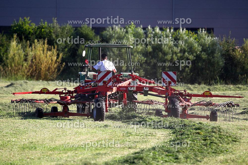 THEMENBILD - Landwirt mit Traktor und Maehwerk beim Heuwenden, aufgenommen in Winden, Deutschland am 24. Juni 2015. EXPA Pictures © 2015, PhotoCredit: EXPA/ Eibner-Pressefoto/ Fleig<br /> <br /> *****ATTENTION - OUT of GER*****