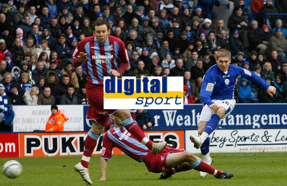 Photo: Steve Bond/Richard Lane Photography. Leicester City v Scunthorpe United. Coca Cola Championship. 13/02/2010. Martyn Waghorn (R) shoots from distance