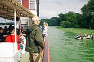 19.08.2017 Arendsee, Sachsen-Anhalt, Queen Arendsee.<br /> <br /> Auf dem über 500 Hektar großen Arendsee die Uferlinie entlang schippern, da ist man schon mal eine Stunde unterwegs. Die Schiffsgäste können die Ufergrundstücke mit Steeg bewundern und umgekehrt ein Raddampfer-Imitat.<br /> <br /> ©Harald Krieg