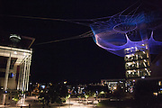 "Artist Janet Echelman's ""Impatient Optimist"" seen during night at the Bill and Melinda Gates Foundation in Seattle, Washington, USA on Wednesday, 4 June 2015. (Matt Mills McKnight for Le Monde)"