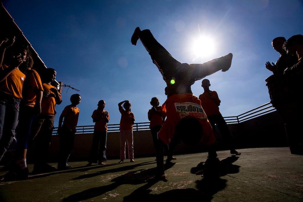 Belo Horizonte _ MG, Brasil.. Criancas jogando capoeira... Children playing capoeira...Foto: LEO DRUMOND /  NITRO