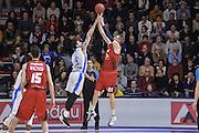 DESCRIZIONE : Eurocup 2015-2016 Last 32 Group N Dinamo Banco di Sardegna Sassari - Cai Zaragoza<br /> GIOCATORE : Robin Benzing Joe Alexander<br /> CATEGORIA : Tiro Controcampo Fallo<br /> SQUADRA : Cai Zaragoza<br /> EVENTO : Eurocup 2015-2016<br /> GARA : Dinamo Banco di Sardegna Sassari - Cai Zaragoza<br /> DATA : 27/01/2016<br /> SPORT : Pallacanestro <br /> AUTORE : Agenzia Ciamillo-Castoria/L.Canu