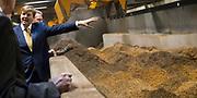 Koning Willem Alexander opent BioWarmteCentrale De Purmer. De centrale van Stadsverwarming Purmerend (SVP) wordt gestookt op houtsnippers<br /> <br /> King Willem Alexander opens Bio Heating Station The Purmer. The central district heating is for Purmerend (SVP) <br /> <br /> Op de foto:  Koning Willem Alexander krijgt een rondleiding door de centrale / King Willem Alexander gets a tour in the plant / heating central