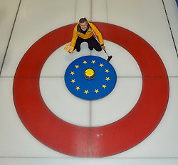 Scottish Liberal Democrat leader Willie Rennie took to the ice to try his hand at curling as he launched the party's Scottish manifesto in Edinburgh.<br /> <br /> © Dave Johnston / EEm