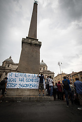 September 1, 2017 - Rome, Italy - Garrison of the movement for the right to housing at Esquiline Square, in conjunction with the meeting between Virginia Raggi, the mayor and Marco Minniti, Interior Minister, about the housing emergency that took place at Viminale (near the square). On August 10 and 19, two different violent evictions with regard to housing occupations left hundreds of families, including refugees, to sleep on the street. (Credit Image: © Andrea Ronchini/Pacific Press via ZUMA Wire)