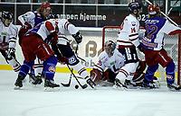 Ishockey Hockey<br /> Getligaen<br /> Jordal Amfi 09.10.11<br /> Vålerenga VIF - Lillehammer<br />  Shay Stephenson setter inn 3-3 etter kaos foran Ryan Nie<br /> Foto: Eirik Førde