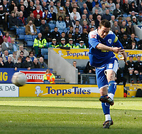Photo: Steve Bond/Richard Lane Photography. Leicester City v Carlisle United. Coca Cola League One. 04/04/2009. Matt Oakley volleys Leicester level