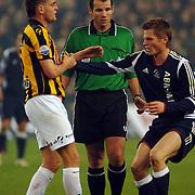 NLD/Arnhem/20051211 - Voetbal, Vitesse - Ajax, Theo Janssen, scheidsrechter Pieter Vink en Markus Rosenberg