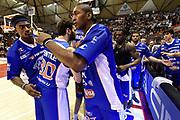 DESCRIZIONE : Campionato 2014/15 Giorgio Tesi Group Pistoia - Acqua Vitasnella Cantu'<br /> GIOCATORE : Metta World Peace Panda Ron Artest Stefano Gentile<br /> CATEGORIA : Fair Play Before Pregame<br /> SQUADRA : Acqua Vitasnella Cantu'<br /> EVENTO : LegaBasket Serie A Beko 2014/2015<br /> GARA : Giorgio Tesi Group Pistoia - Acqua Vitasnella Cantu'<br /> DATA : 30/03/2015<br /> SPORT : Pallacanestro <br /> AUTORE : Agenzia Ciamillo-Castoria/GiulioCiamillo<br /> Predefinita :