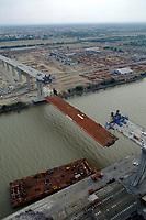 Montage du pont de Cheviré sur la Loire, Nantes, Loire-Atlantique.