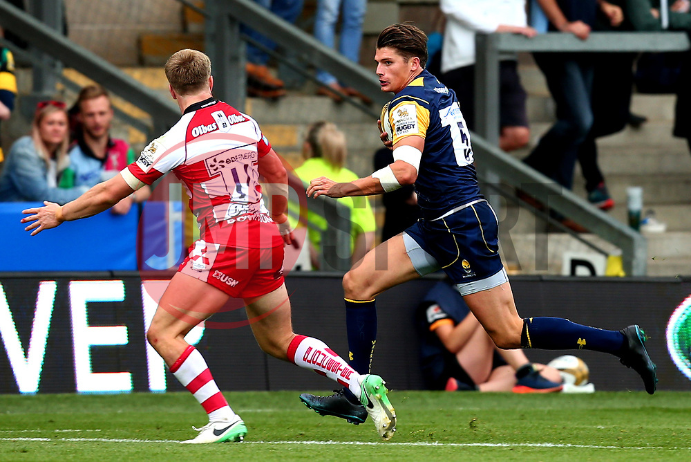 Ben Howard of Worcester Warriors takes on Ollie Thorley of Gloucester Rugby - Mandatory by-line: Robbie Stephenson/JMP - 29/07/2017 - RUGBY - Franklin's Gardens - Northampton, England - Worcester Warriors v Gloucester Rugby - Singha Premiership Rugby 7s