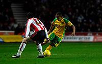 Photo: Alan Crowhurst.<br />Southampton v Norwich City. Coca Cola Championship. 16/12/2006. Norwich's Robert Earnshaw (R) attacks.