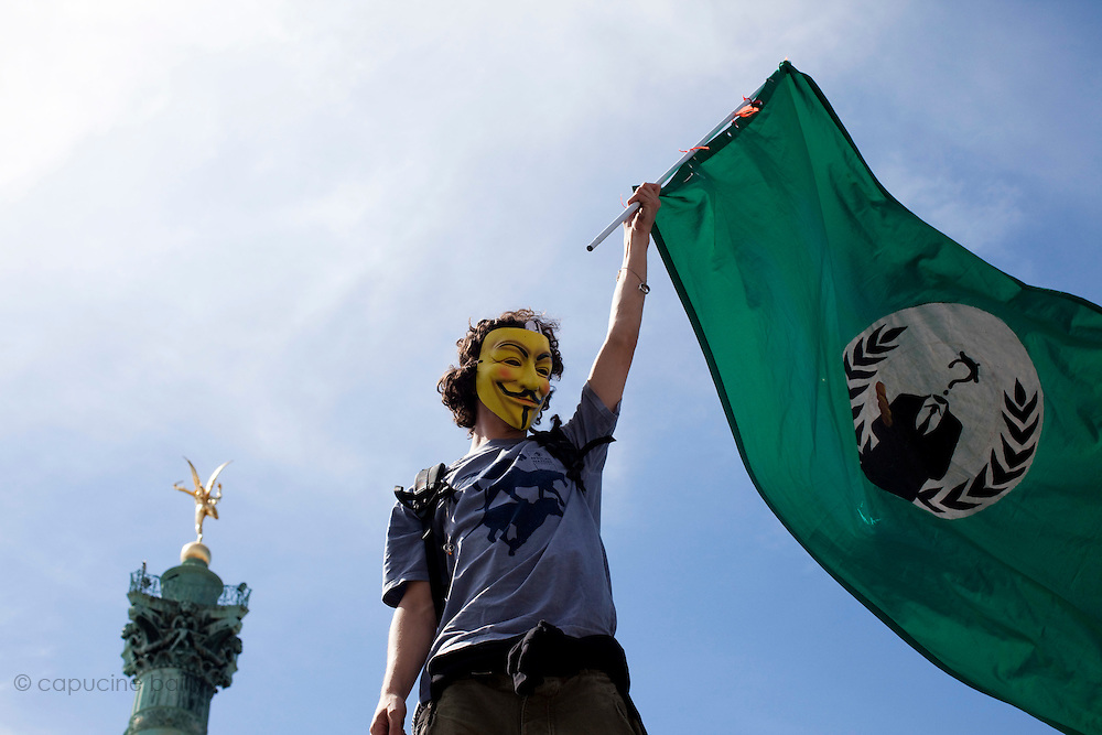 Paris, France. May 29th 2011..Rassemblemt place de la Bastille afin d'amplifier ce mouvement appelle French Revolution sur Twitter.