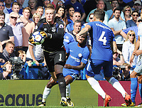 Football - 2017 / 2018 Premier League - Chelsea vs. Everton<br /> <br /> Jordan Pickford of Everton foils Cesc Fabregas of Chelsea  at Stamford Bridge.<br /> <br /> COLORSPORT/ANDREW COWIE