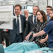 NLD/Amsterdam/20190206- Bezoek Mark Rutte aan het Skills Centre (AMC), Femke Halsema voert een operatie uit