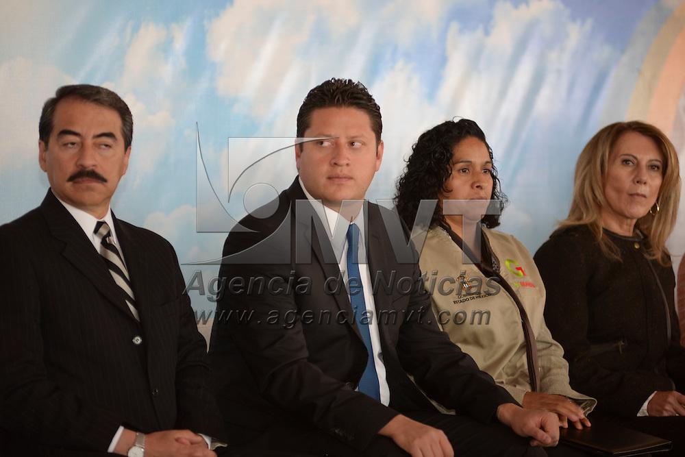 Ocoyoacac, México.- César Nomar Gómez Monge, secretario de Salud encabezo el 7º Encuentro y la 2da Reunión Estatal de Avales Ciudadanos que apoyan la operación del Seguro Popular en los 125 municipios de la entidad. Agencia MVT / Crisanta Espinosa