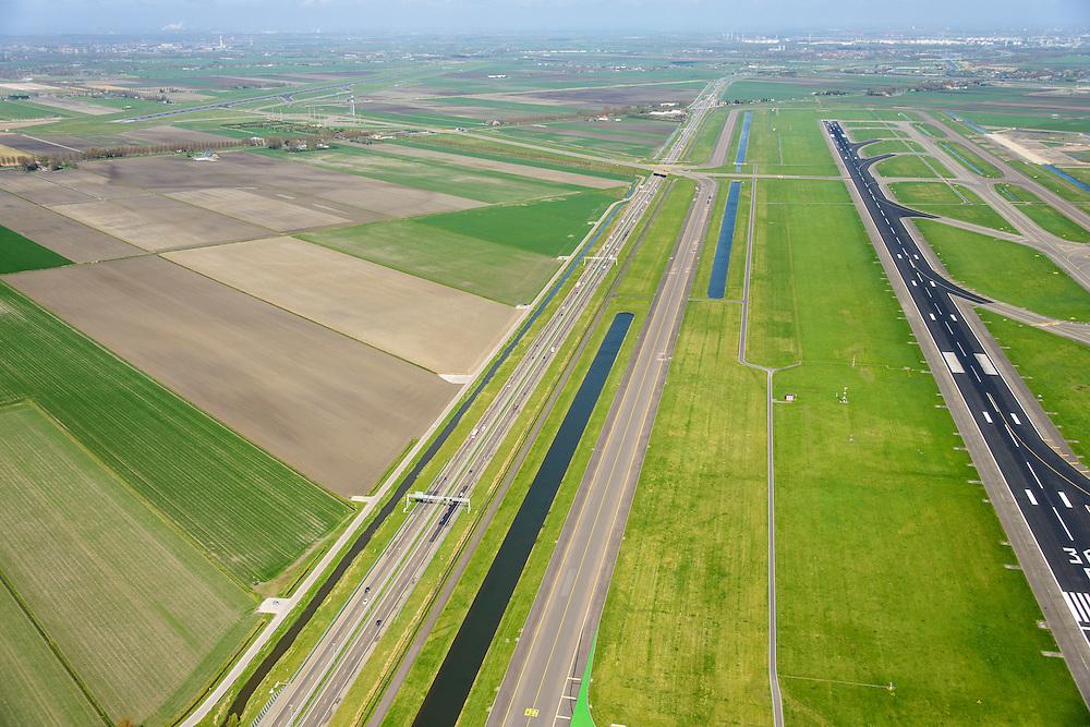 Nederland, Noord-Holland, Haarlemmermeer, 09-04-2014; luchthaven Schiphol. Rijksweg A5, parallel aan de 36C, de Zwanenburgbaan (vierde baan), start- en landingsbaan.<br /> Schiphol Airport, runway 36C.<br /> luchtfoto (toeslag op standard tarieven);<br /> aerial photo (additional fee required);<br /> copyright foto/photo Siebe Swart.