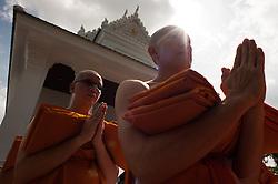 October 21, 2016 - Bangkok, Thailand - Thai mourners change robe after being ordained as monks to honor the late Thai King Bhumibol Adulyadej at Rama 9 Temple in Bangkok, Thailand, on October 21, 2016. (Credit Image: © Anusak Laowilas/NurPhoto via ZUMA Press)