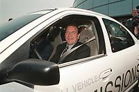 15 JUN 1999 - AACHEN, GERMANY:<br /> Gerhard Schröder, Bundeskanzler, fährt den mit Wasserstoff beriebenen Ford P2000 HFC zur Probe, Einweihung des neuen Ford Forschungszentrums<br /> IMAGE: 19990615-01/01-33<br /> KEYWORDS: Gerhard Schroeder, Auto, Car,