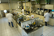 Belo Horizonte_MG, Brasil...Laboratorio de Analise de Combustivel da Universidade federal de Minas Gerais, UFMG, pesquisador analisando a qualidade da gasolina...The laboratory of test fuel of Universidade Federal de Minas Gerais,  the research analyzing the fuel quality...Foto: VICTOR SCHWANER /  NITRO