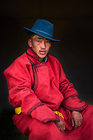 Mongolie, province de Bayankhongor, fêtes traditionnelles de Naadam, portait d'un jeune homme en deel costume traditionnel // Mongolia, Bayankhongor province, Naadam, traditional festival, portrait of a young man in deel, traditional costume