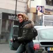NLD/Laren/20080221 - John de Mol''s Jr. partner Els Verberk heeft kleding opgehaald  in Laren NH