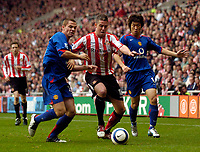 Photo: Jed Wee.<br />Sunderland v Manchester Utd. The Barclays Premiership. 15/10/2005.<br /><br />Sunderland's Andy Gray (C) tries to attack between Manchester United's Phil Bardsley (L) and Park Ji Sung.