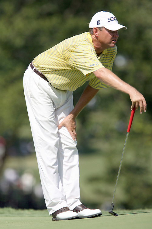 09 August 2007: Davis Love III analyzes the 9th green during the first round of the 89th PGA Championship at Southern Hills Country Club in Tulsa, OK.