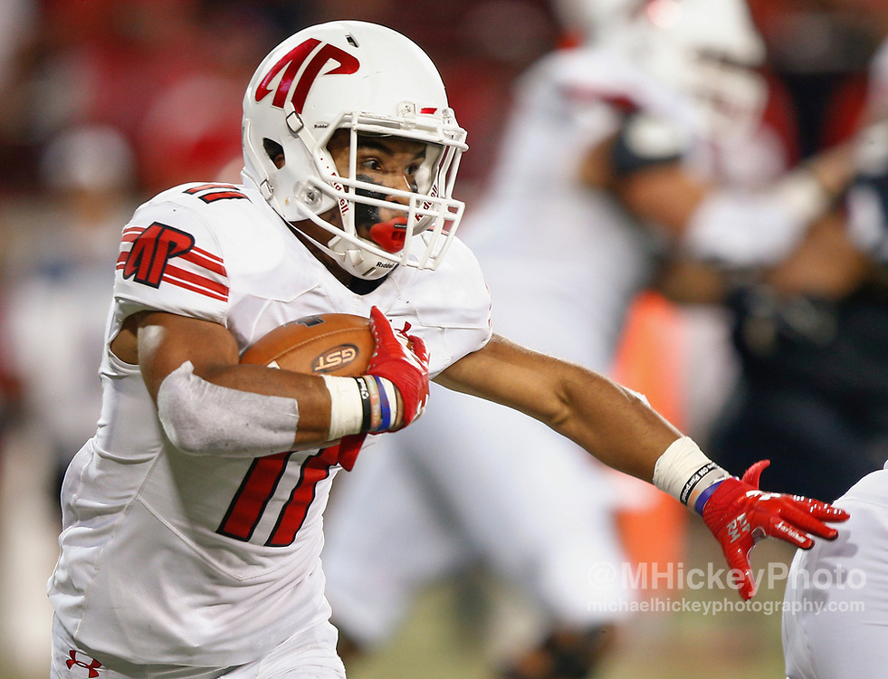 CINCINNATI, OH - AUGUST 31: Zeandre Floyd #11 of the Austin Peay Governors runs the ball against the Cincinnati Bearcats at Nippert Stadium on August 31, 2017 in Cincinnati, Ohio. (Photo by Michael Hickey/Getty Images)  *** Local Caption *** Zeandre Floyd