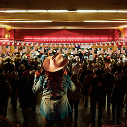 La chanteuse Toly, menant la salle lors d'une soiree de danse et concert country organisee par l'association Hell's Boots. Villeneuve-Saint-Germain, France. 17 novembre 2019. <br /> Singer Toly, leading the crowd during a Country cance & concert night, held by the Hell's Boots association. Villeneuve-Saint-Germain, France. November 17, 2019.