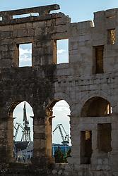 THEMENBILD - das Amphitheater Pula mit den Hafenanlagen, aufgenommen am 27. Juni 2018 in Pula, Kroatien // the amphitheater Pula with the port facilities, Pula, Croatia on 2018/06/27. EXPA Pictures © 2018, PhotoCredit: EXPA/ JFK