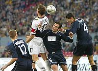 Fotball , 21. oktober 2004, UEFA-Cup Alemannia Aachen - OSC Lille, <br /> v.l. Mathieu BODMER, Erik MEIJER Aachen, Rafael SCHIMTZ, Efstathios TAVLARIDIS