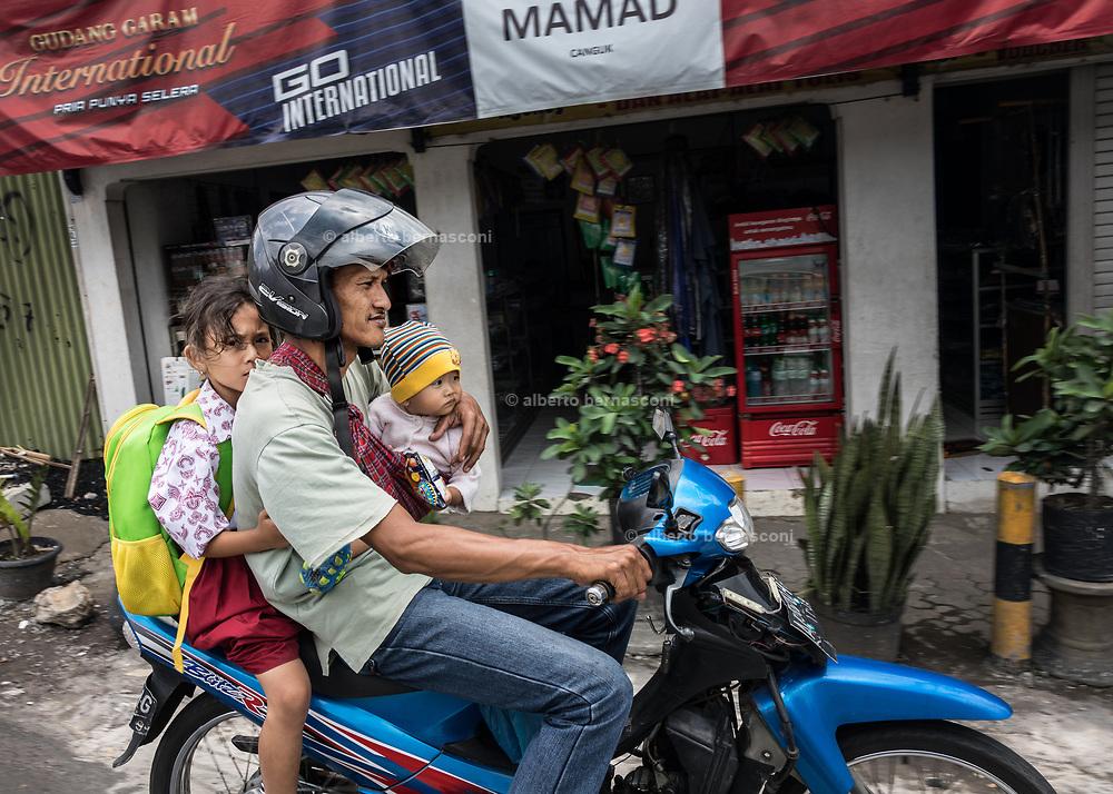 INDONESIA, Central Java, travelling towards Yojakarta, family on a motorbike