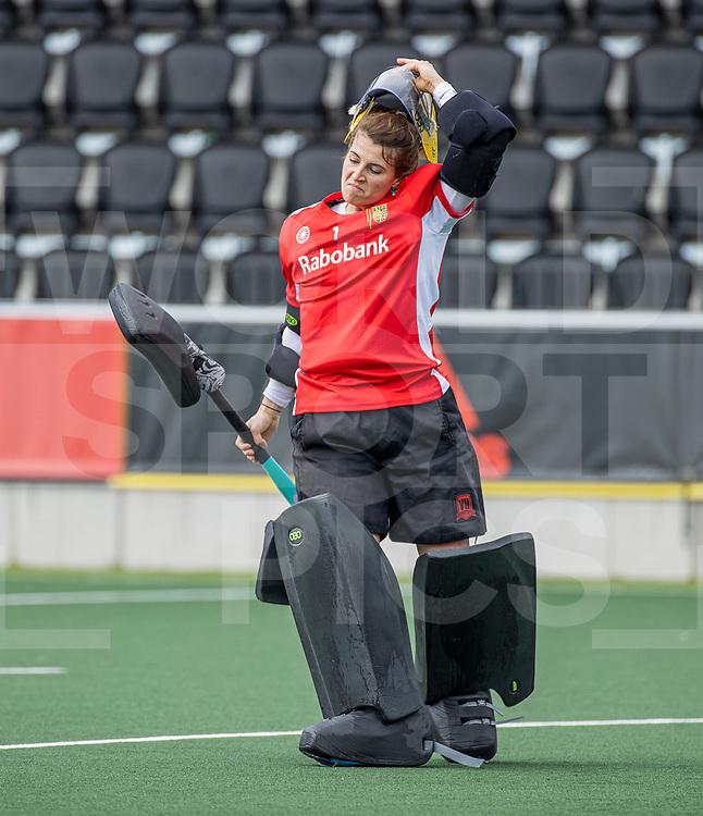 AMSTELVEEN -   keeper Josine Koning (DenBosch) voor de hoofdklasse hockey competitiewedstrijd dames, Amsterdam-Den Bosch (0-1)  COPYRIGHT WORLDSPORTPICS KOEN SUYK