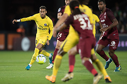 METZ, Sept. 9, 2017  Neymar (1st, L) of Paris Saint Germain vies for the ball during the match between Metz and Paris Saint Germain of French Ligue 1 2017-2018 season 5th round in Metz, France on Sept. 8, 2017. Paris Saint Germain won 5-1. (Credit Image: © Jack Chan/Chine Nouvelle/Xinhua via ZUMA Wire)