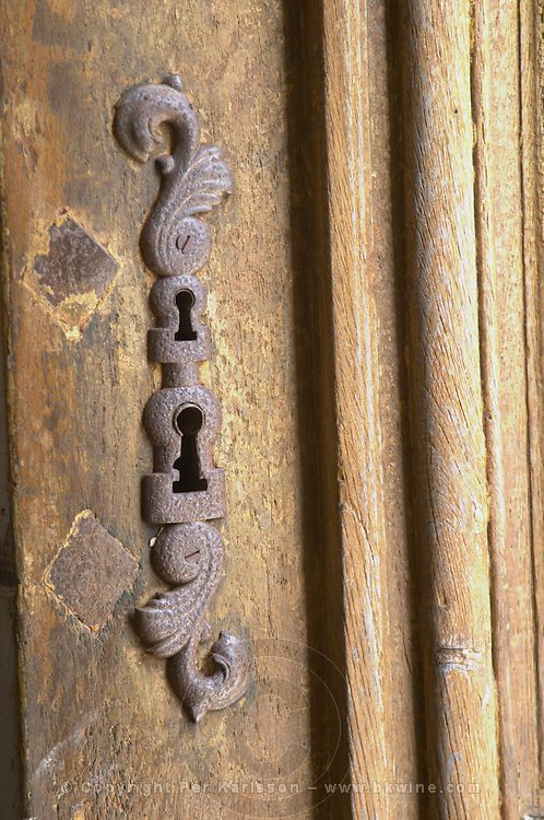 In the stately entrance hall: a key hole with a metal protection pad on an old wooden door Chateau de Cerons (Cérons) Sauternes Gironde Aquitaine France
