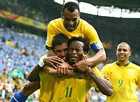 Jubel 3:0  v.l. Ricardinho, Cafu, Torschuetze Ze Roberto, Ronaldo<br /> <br /> Fussball WM 2006 Achtelfinale Brasilien - Ghana<br /> Brasil - Ghana<br /> Norway only