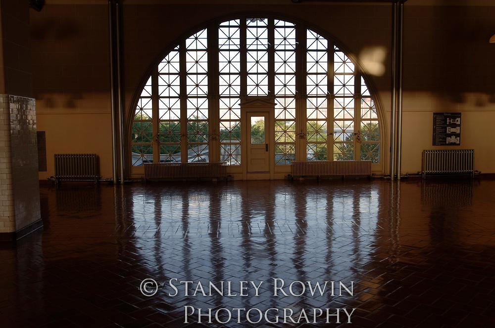 Windows, Ellis Island
