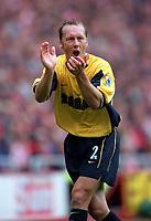 Lee Dixon (Arsenal) claps and shouts encouragement to his team mates. Sunderland 1:0 Arsenal. FA Premiership,19/8/2000. Credit Colorsport / Stuart MacFarlane.