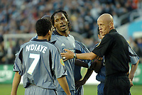 Fotball<br /> UEFA-cup 2003/04<br /> Finale<br /> Olympique Marseille v Valencia 0-2<br /> Nya Ullevi - Gøteborg<br /> 19. mai 2004<br /> Foto: Digitalsport<br /> NORWAY ONLY<br /> DIDIER DROGBA / SYLVAIN N'DIAYE (OM) CONTEST THE DECISION OF PIERLUIGI COLLINA (REF)