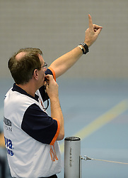 02-02-2013 VOLLEYBAL: KOOTFIN TAURUS - TAUW GEMINI-S: HOUTEN<br /> Topdivisie mannen / Koploper Taurus wint vij eenvoudig van Gemini-S / Scheidsrechter W Kelder<br /> ©2013-FotoHoogendoorn.nl
