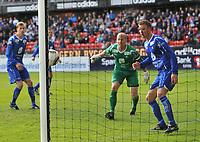 Fotball, tippeligaen, Rosenborg ( RBK ) - Haugesund,<br />  Haugesundkeeper Per Morten Kristiansen ser ballen fra Steffen Iversen skru seg pent inn,<br /> Foto: Carl-Erik Eriksson, Digitalsport