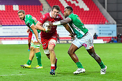 Ed Kennedy of Scarlets is tackled by Iliesa Ratuva of Benetton Treviso<br /> <br /> Photographer Craig Thomas/Replay Images<br /> <br /> Guinness PRO14 Round 3 - Scarlets v Benetton Treviso - Saturday 15th September 2018 - Parc Y Scarlets - Llanelli<br /> <br /> World Copyright © Replay Images . All rights reserved. info@replayimages.co.uk - http://replayimages.co.uk